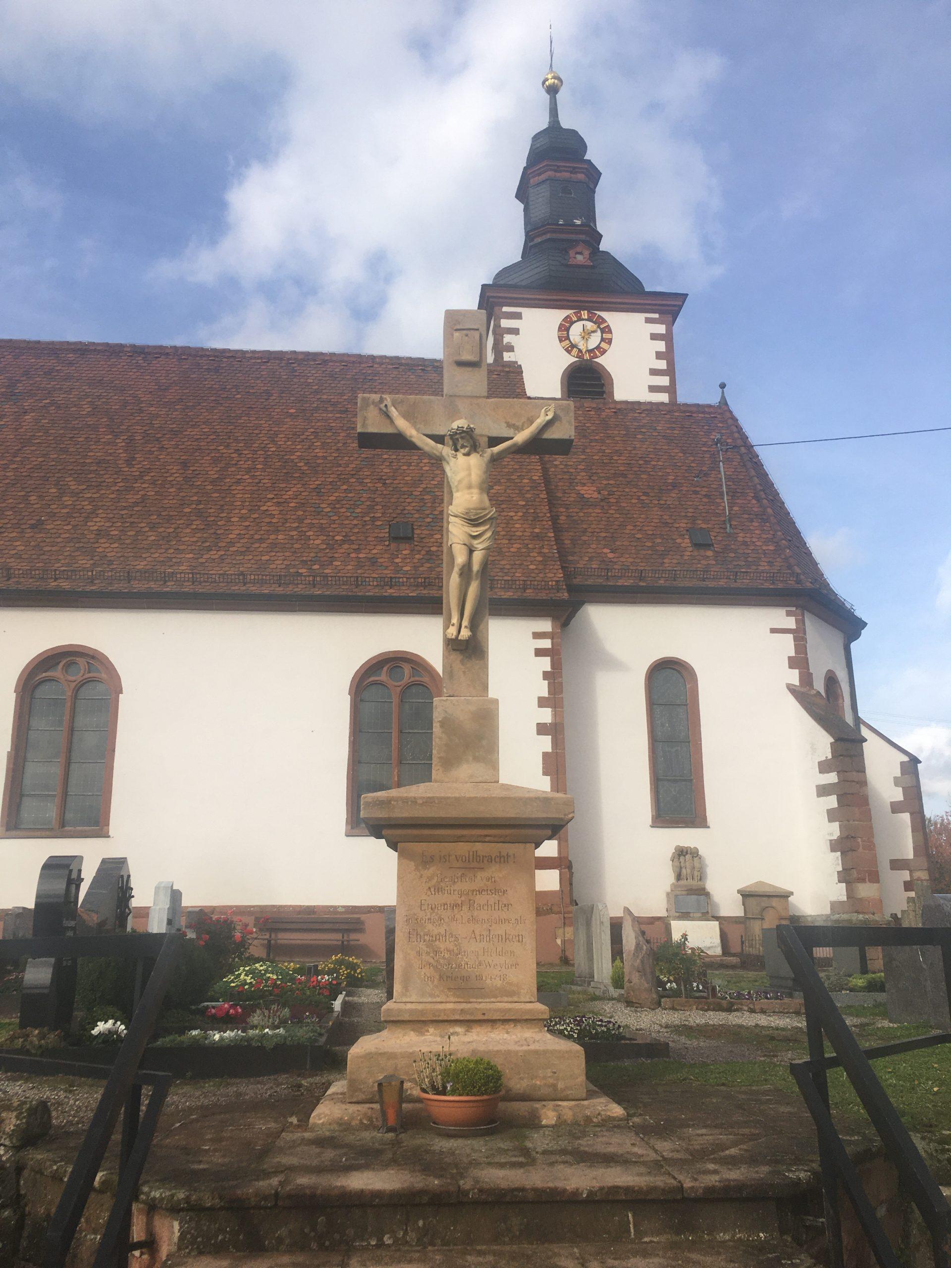 Friedhofskreuz restauriert